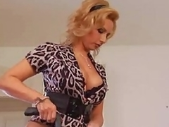 Older housewife needs a worthy fuck
