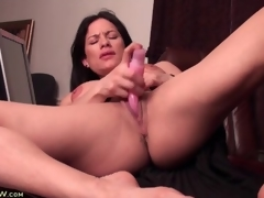 Big clit milf has sex with a pink sex toy