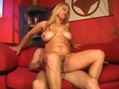 Curvy mature chick is all about the fucking